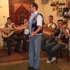 El duduk y el laúd son dos de los instrumentos que forman parte de la rica tradición musical armenia.