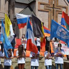 El Genocidio Armenio ha sido formalmente señalado por varios parlamentos, gobiernos y cabezas de Estado, así como organizaciones escolares y académicas sin fines de lucro.